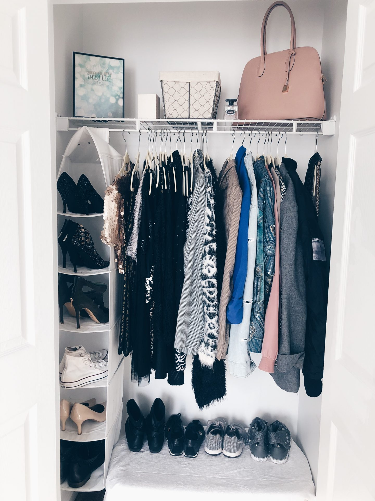 How To De-clutter And Organize Your Closet